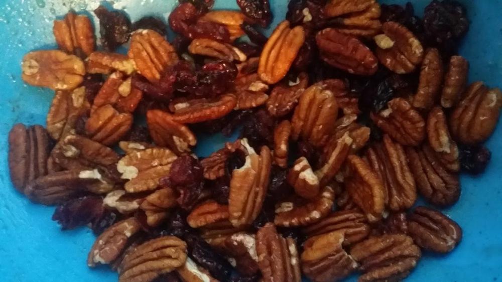 autumn-roasted-veggies-pecans-and-berreis